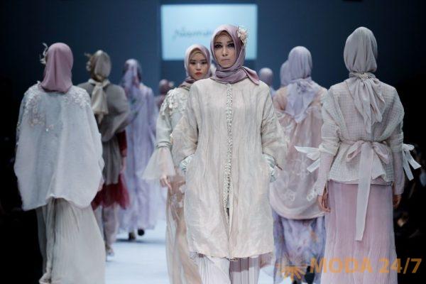 Jakarta Fashion Week 2017: Ria Miranda