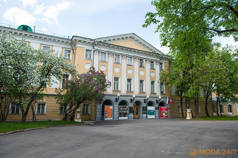 Исаакиевском соборе, музее декоративно-прикладного искусства им штиглица, музее анны ахматовой