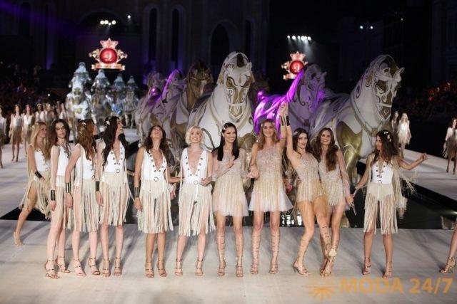 Ангелы Victoria's Secret выступили в Турции