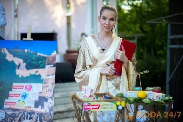 Colgate и Евгения Чижикова провели йога-класс в парке Сокольники