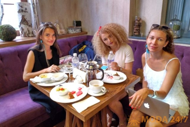 Fashion завтрак в модном кафе