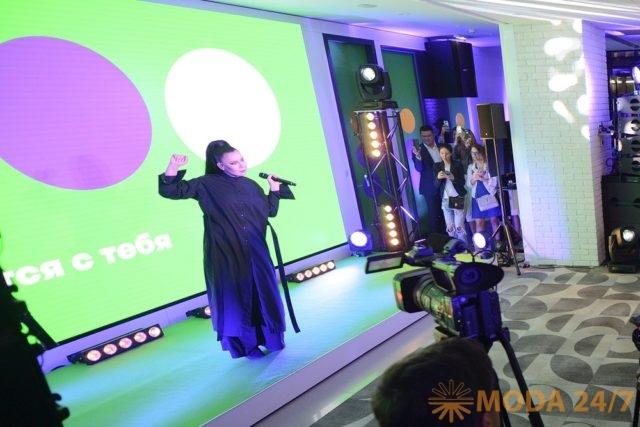 Ёлка спела для компании «МегаФон»
