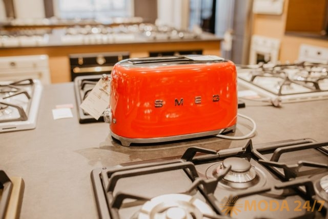 Тостер на два тоста TSF01 из коллекции «Стиль 50х» (Smeg 50's style)