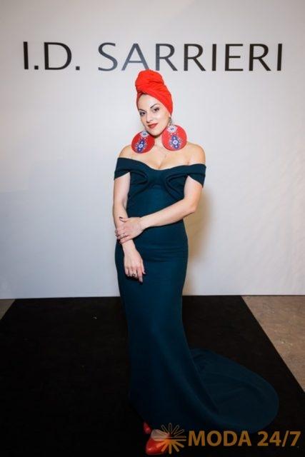 Asta, певица. Юлия Добрин I.D. Sarrieri в Москве представила коллекцию весна-лето 2018