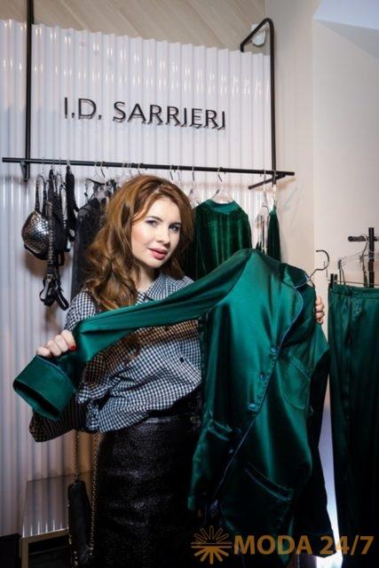 Анна Цуканова-Котт. Юлия Добрин I.D. Sarrieri в Москве представила коллекцию весна-лето 2018