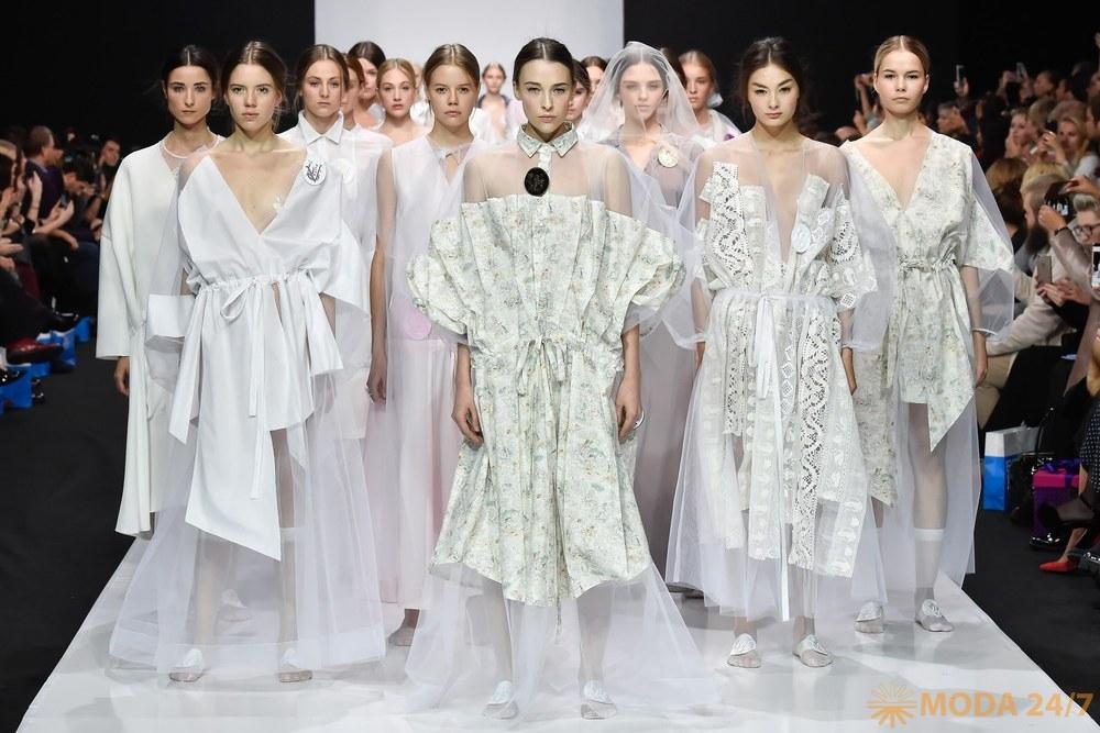 Виктория Андреянова весна-лето 2018 (Victoria Andreyanova SS-2018). Прямая трансляция Moscow Fashion Week AW-2018/19