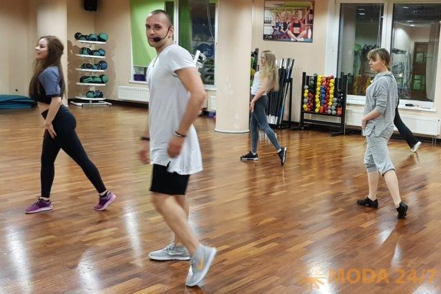 Руслан Панов, эксперт-методист и координатор направления групповых программ федеральной сети фитнес-клубов X-Fit, экс-хореограф и танцор группы «Иванушки INT», один из создателей запатентованной системы тренировочных методик Smart Fitness, преподаватель факультета X-Fit PRO.