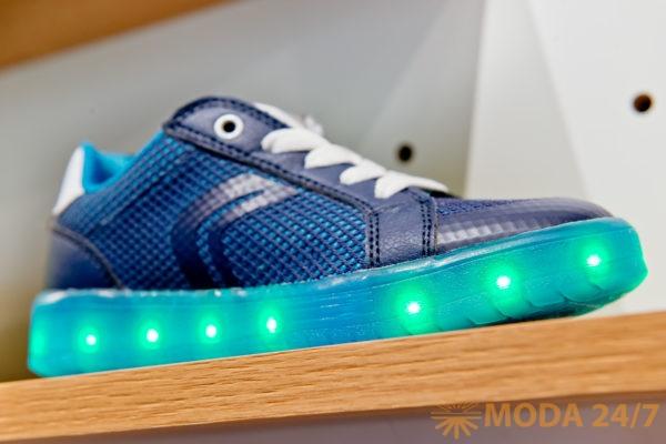 Кеды GEOX Kids Junior на LED-подошве –несколько режимов загорания светодиодов, кнопка включения и выключения и USB-кабель для подзарядки!