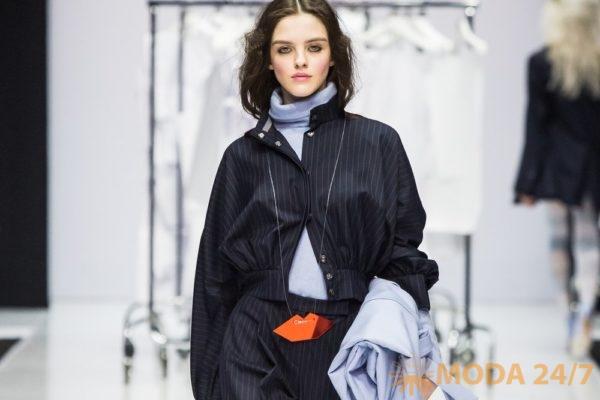 Брючный комплект в тонкую полоску. Victoria Andreyanova FW-2018/19 (осень-зима 2018/19)