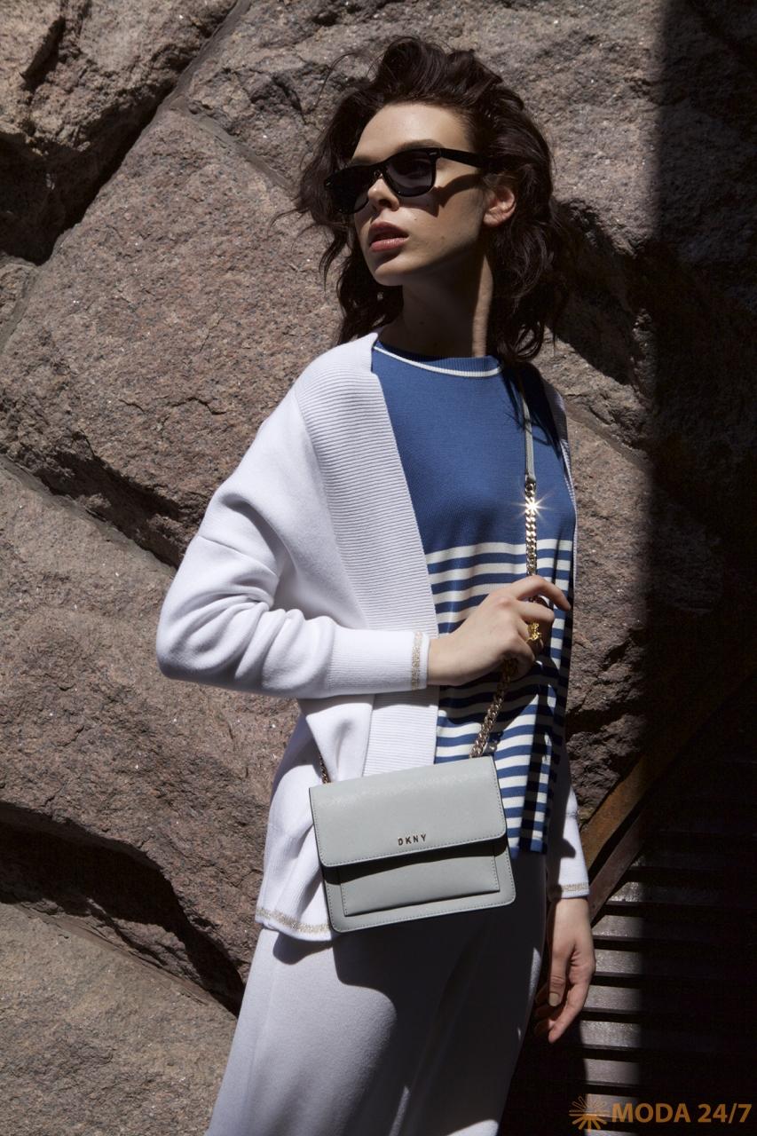 Серый кардиган, джемпер в полоску и белые брюки FREE AGE Premium Leisure. Новая коллекция FREE AGE Premium Leisure