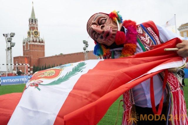 Футболист Стэн Коллимор (Stan Collymore) представил в Москве Перу