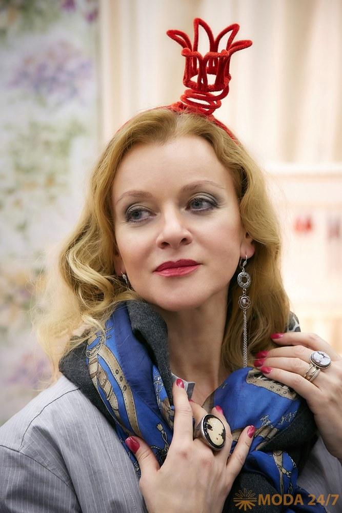 Анна Терехова на выставке «Бижутерия от винтажа до наших дней». Броши-гиганты и броши-малютки