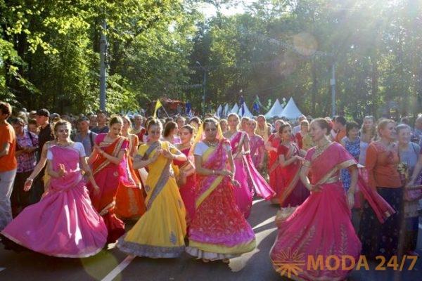 Индийские невесты и сари.Праздник посвященный Дню независимости Индии пройдет в московских Сокольниках