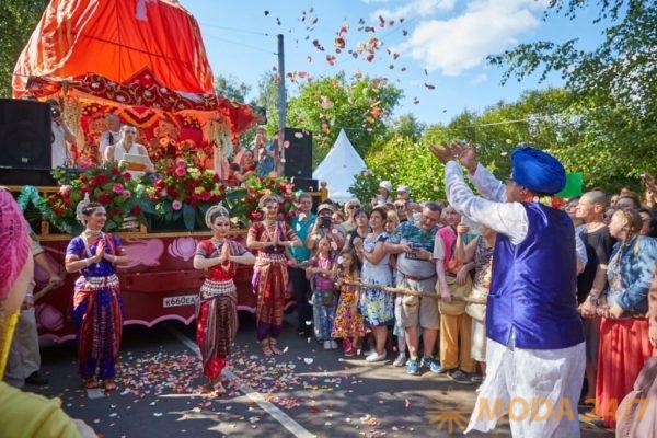 Парад колесниц «Ратха-ятра». Праздник посвященный Дню независимости Индии пройдет в московских Сокольниках