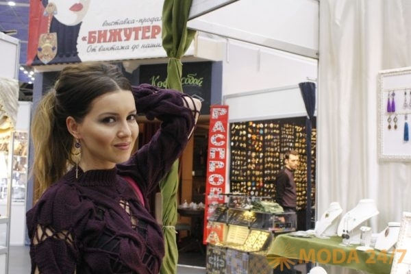 Актриса Алеса Качер. Драгоценная органика выставки «Бижутерия»