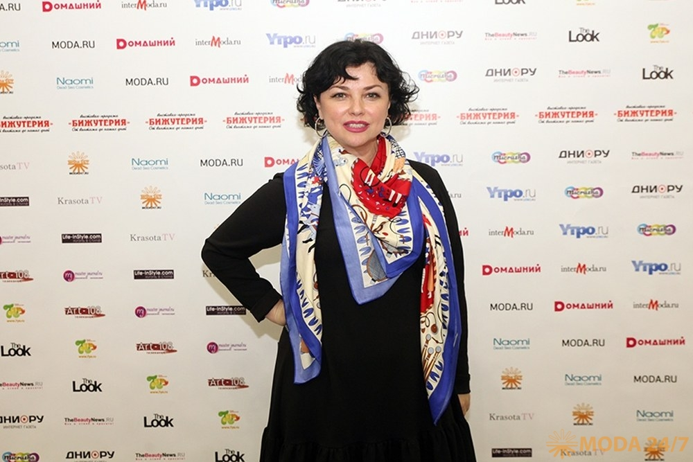 Телеведущая Юлианна Шахова. Драгоценная органика выставки «Бижутерия»