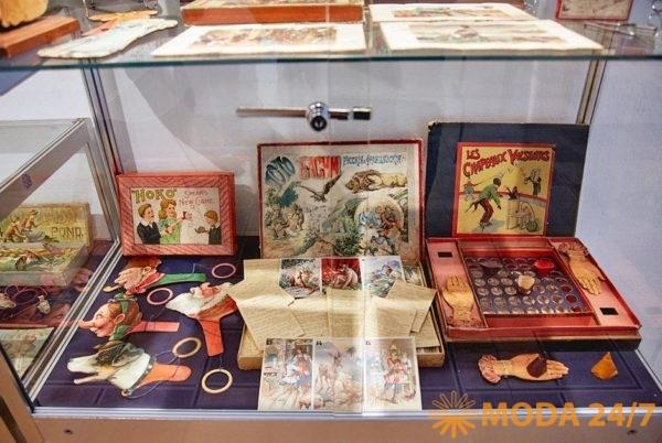 Салон «Старая бумага и другие формы коллекционирования» – выставочный проект, посвященный бумажному коллекционированию. Антикварная ярмарка и форум «Коллекции России» в ЦДХ