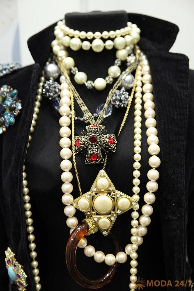 Геральдические символы: кресты. Бижутерия: геральдические украшения – эмодзи для взрослых?