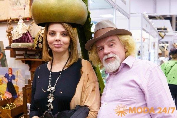 Екатерина Рождественская со спутником. Блошиный рынок – спорт
