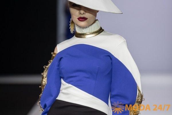 Украшают коллекцию MD Makhmudov Djemal FW-2019/20 шляпы в форме «Каса»