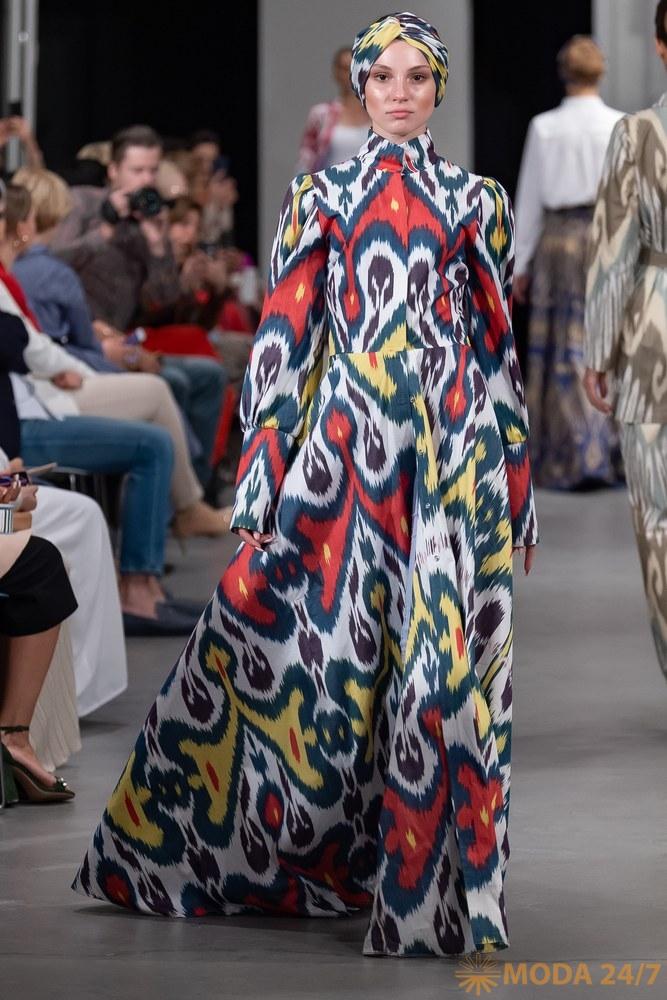 Модная неделя скромной моды в Москве