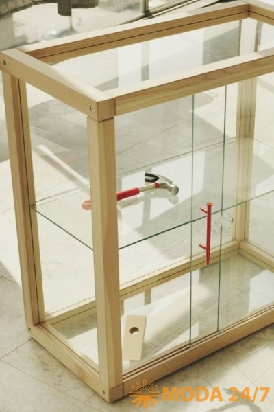 Витрина IKEA x Virgil Abloh – MARKERAD