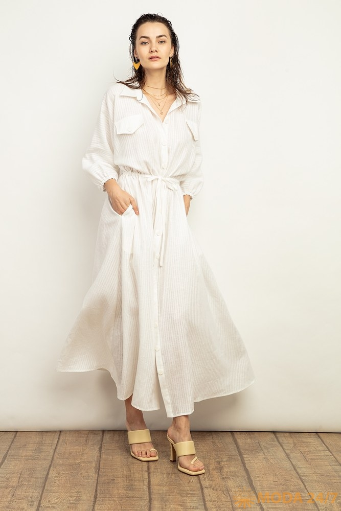 Льняное платье с клапанами на груди и подчеркнутой талией
