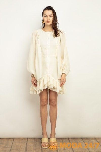 Короткое льняное платье с летящим рукавом