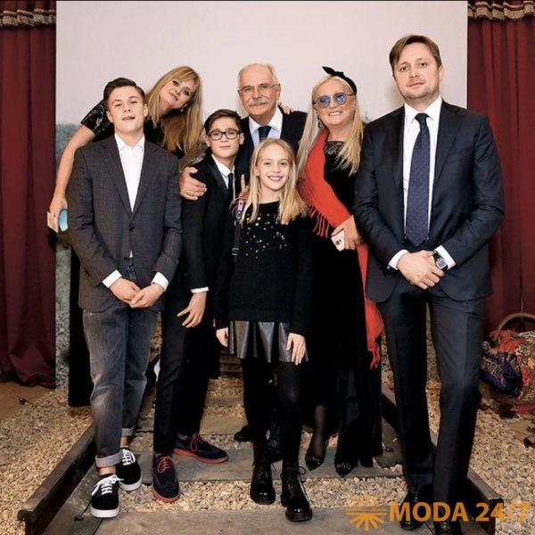 Татьяна Михалкова с семьей