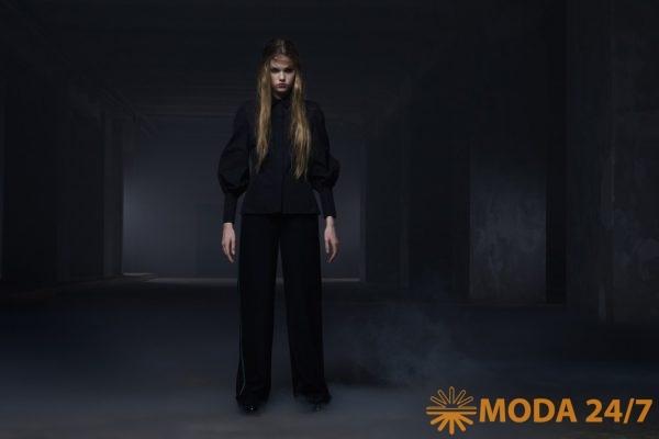 Рубашка приталенного силуэта высокими манжетами из итальянского хлопка и шерстяные прямые брюки с высокой талией, с манжетами по низу и лампасами. Tegin осень-зима 2021