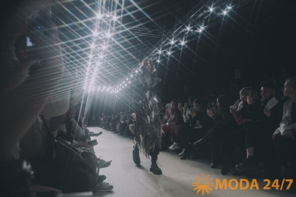 Трансляция MBFW Russia Мода 24/7. На подиуме Mercedes-Benz Fashion Week Russia