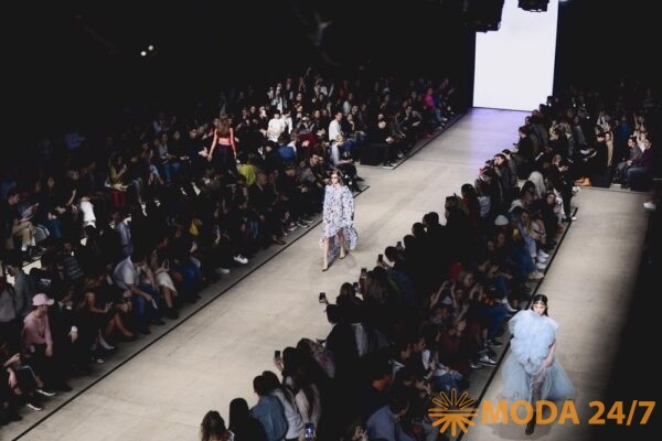 Трансляция MBFW Russia Мода 24/7. Неделя моды Мерседес Бенц в Москве