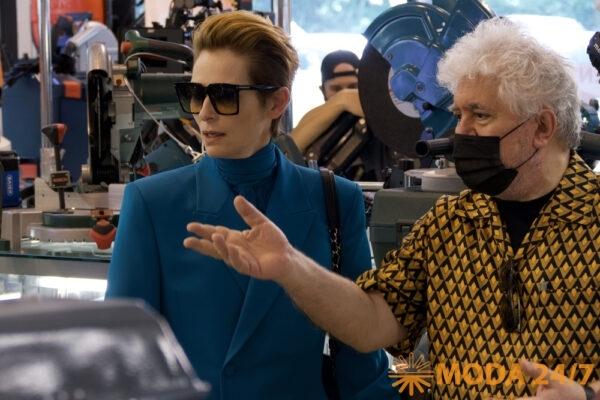 Тильда Суинтон и Педро Альмодовар за работой на съемках фильма «Человеческий голос»