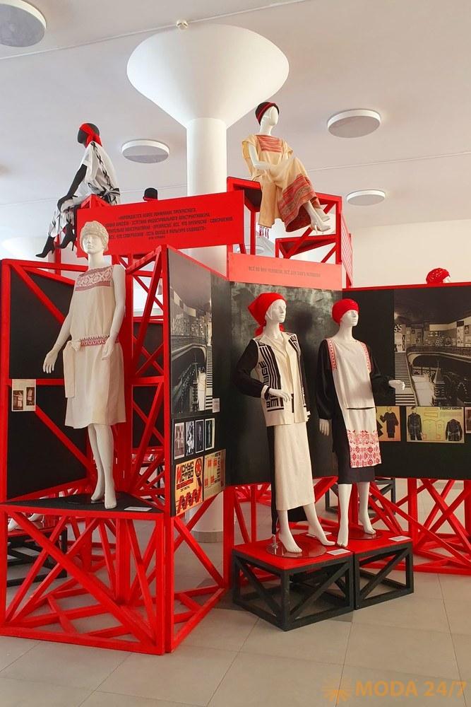 Башня «Триумф-1925». Фрагмент коллекции Надежды Ламановой и ее соратниц, представленный в Париже