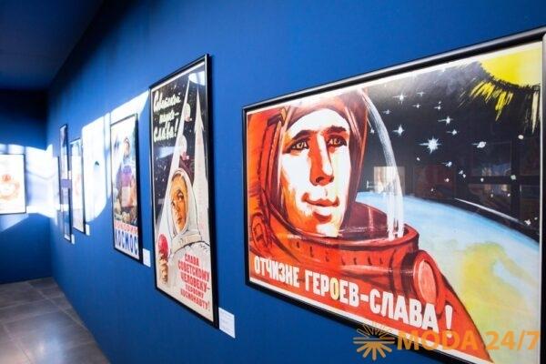 Выставка плакатов «Первые в мире». На выставке «Первые в мире»