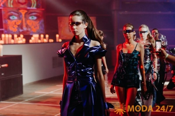 Сouture fashion show MKMM Cyber fashion