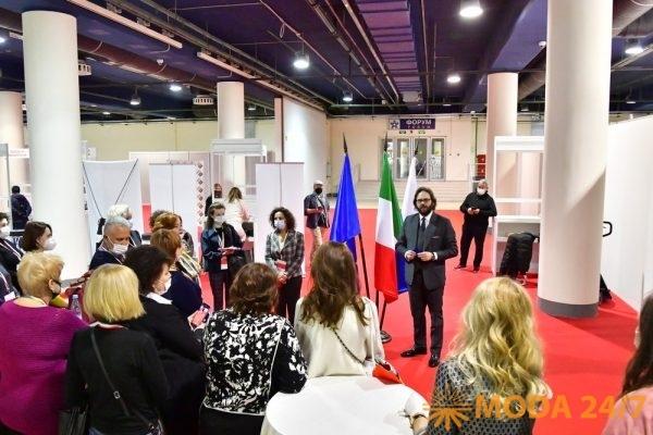 Франческо Пенсабене на встрече с российскими баерами на осенней выставке «Обувь. Мир кожи» 2020 года