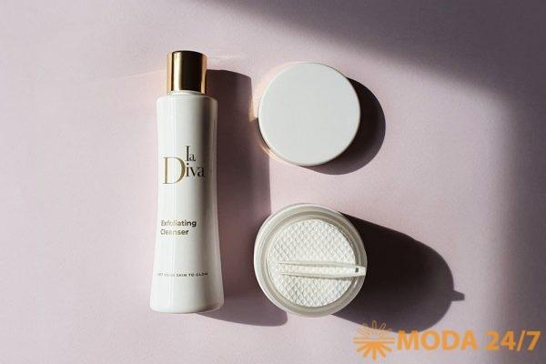 Очищающее средство с микрогранулами масла жожоба La Diva и подушечки с интенсивным антивозрастным и пилинг-эффектом La Diva