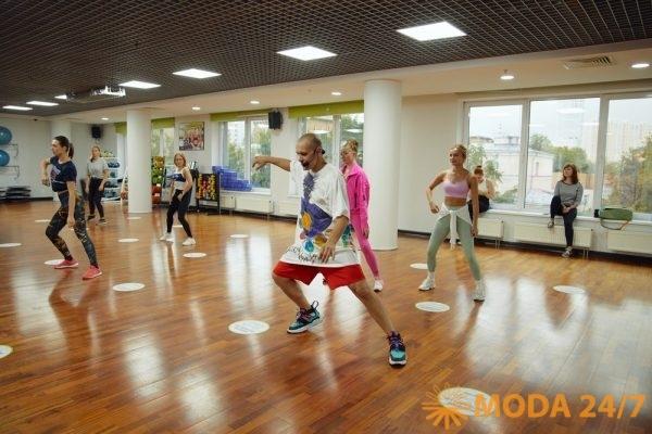 Участники танцевальной программы в Х-Фит