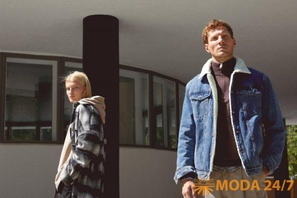 FiNN FLARE осень 2021. Женские шерстяное пальто и худи с рукавом летучая мышь. Мужские утепленная джинсовая куртка, джемпер на молнии, клечатая рубашка и бежевые брюки