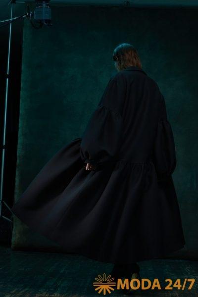 Пальто пелерина со сборкой и воротником стойкой TEGIN FW-2021/22 ©Дом моды Тегин