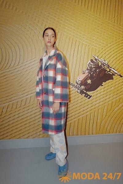 Пальто, рубашка и брюки из новой коллекции Виктория Андреянова весна-лето 2022